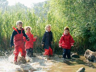 Muddy Puddles and Forest School Association announce partnership